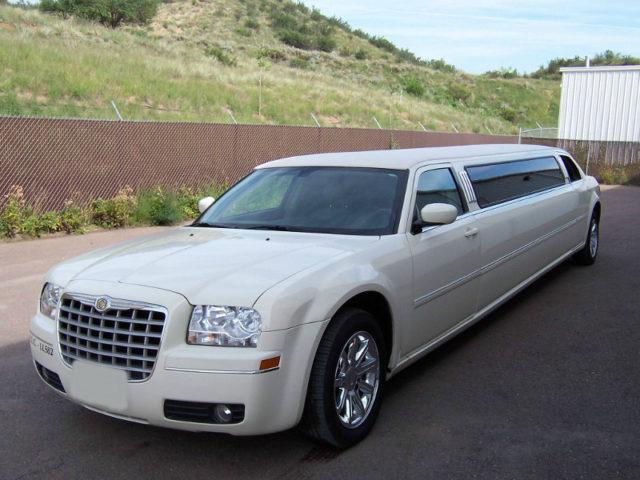 10 Passenger Limo / Chrysler 300